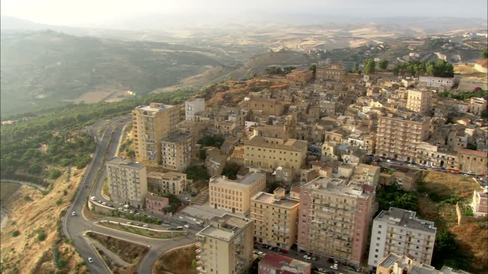533627030-agrigento-hilly-region-city-view-sunshine