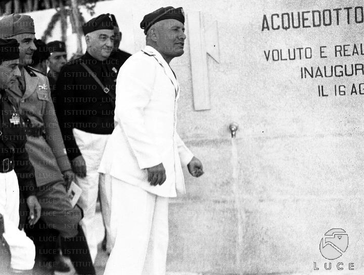 Mussolini inaugura l'acquedotto Favara-Burgio nel 1937.Fotogalleria