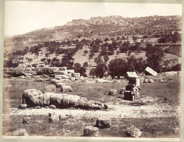 sommer_giorgio_1834-1914_-_n-_5000_-_girgenti_-_panorama_dal_tempio_di_giove