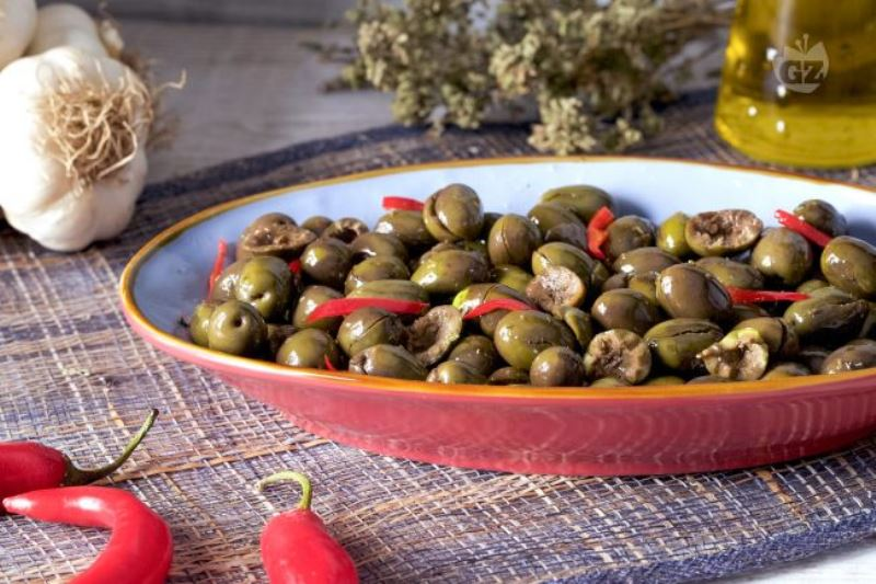 E' la Sicilia la terra delle olive in salamoia: preparazione e ricetta