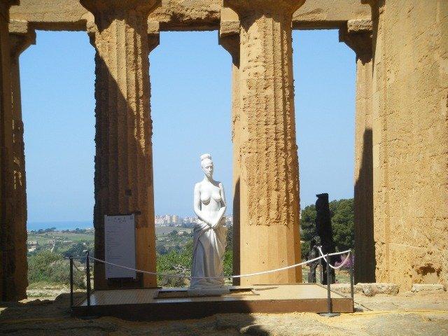 Tre aggetivi per descrivere Agrigento: splendida, luminosa, romantica